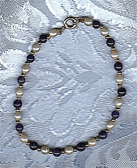 PRICES SLASHED-UNSIGNED BEAUTY FAUX PEARL AND BLUE BEAD BRACELET