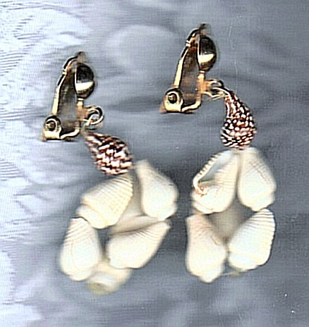 PRICES SLASHED-VINTAGE ISLAND SHELLS CLIP ON EARRINGS