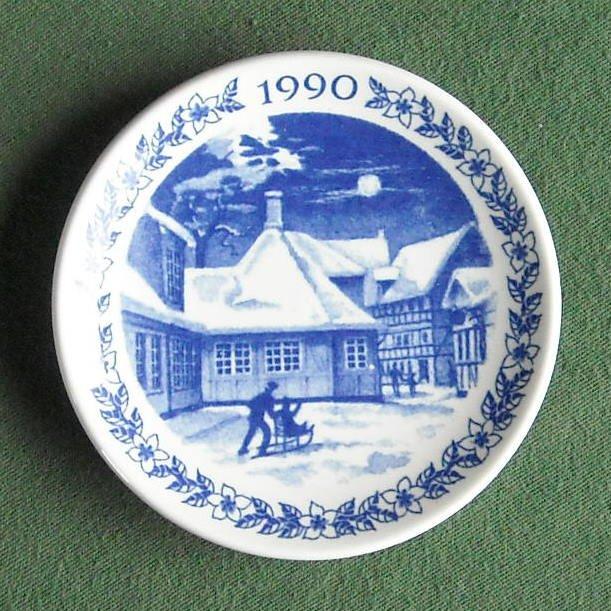 Danish Royal Copenhagen Denmark Christmas Mini Plate 1990