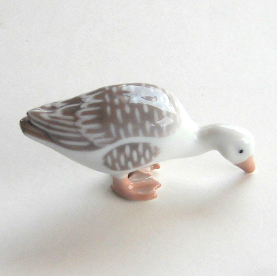 Danish Bing & Grondahl Denmark Goose figurine # 1902 Item 112