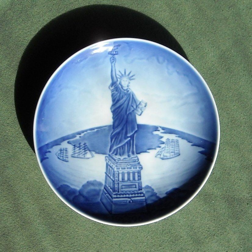 Danish Bing & Grondahl Copenhagen Christmas Eve Statue of Liberty plate 1996