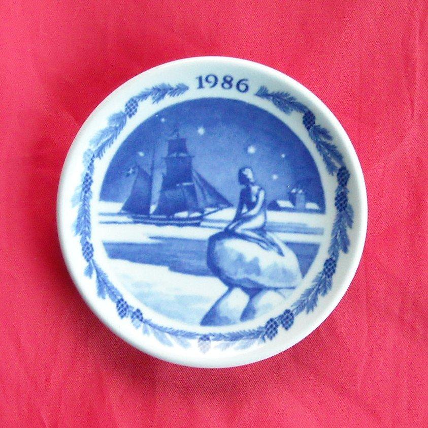 Royal Copenhagen Boxed Christmas Mini Plate 1986