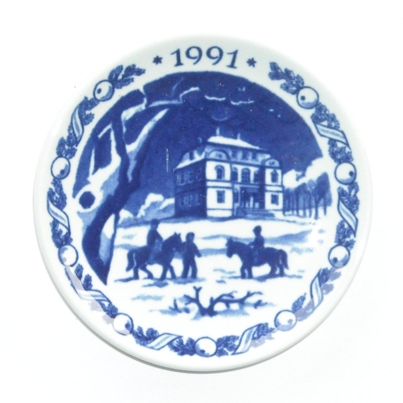 Royal Copenhagen Boxed Mini Christmas Plate 1991