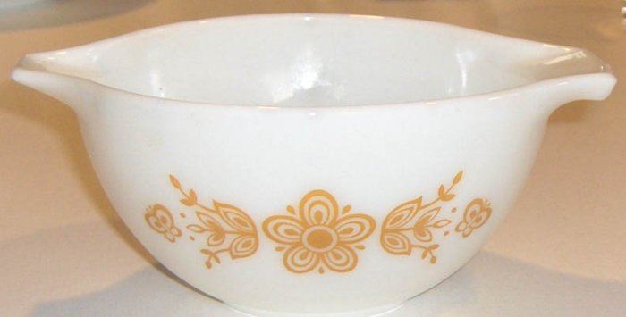 Vintage PYREX 1 1/2 PT BOWL BUTTERFLY GOLD