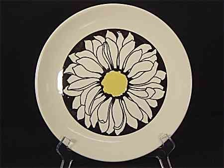 Royal China Company USA Its a Daisy Dinner Plate