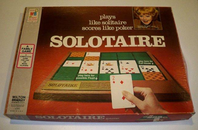 Vintage Milton Bradley Solotaire A Family Game 1973