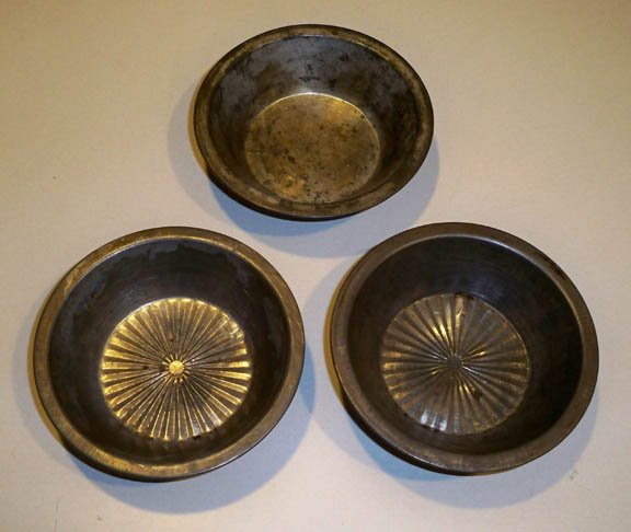 "Vintage Small 5"" Metal Pie Baking Tin - Set of 3"