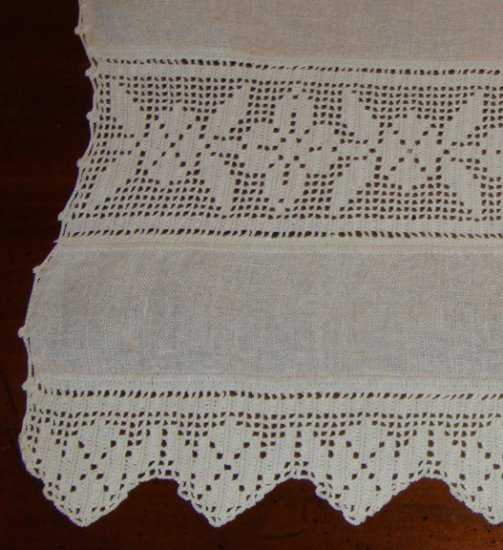"Vintage Fine Linen Table Runner Dresser Scarf Crocheted Lace / Scalloped Edge - 16 1/2"" x 65 1/2"""