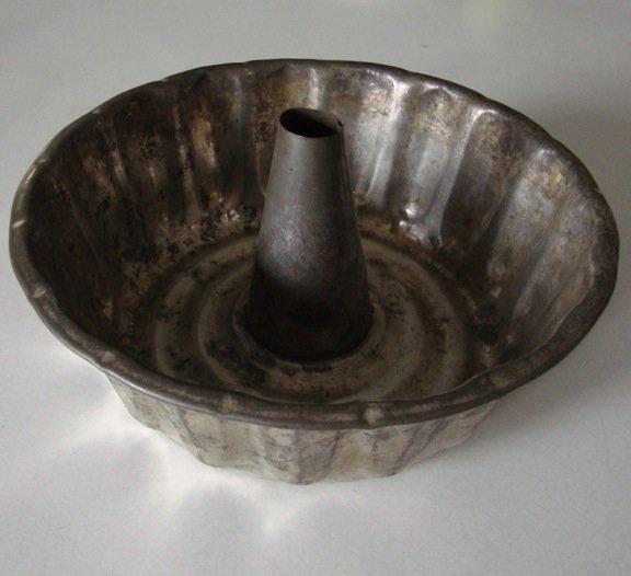 Antique Metal Fluted Bundt Cake Pan
