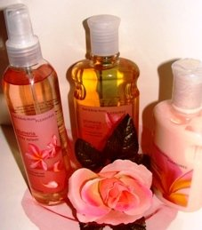 BATH & BODY WORKS PLUMERIA 3 PC BATH GIFT SET