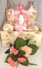 FLOWER PETALS 6 PC BA TH SET W/ DECORATIVE WOODEN CONTAINER