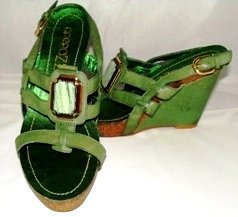 APEPAZZA WOMENS GREEN STRAPPY WEDGE SANDAL SIZE 7M
