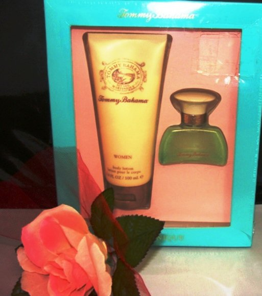 TOMMY BAHAMA MARTINIQUE 2 PC .5 OZ WOMEN'S PERFUME AND BODY GIFT SET