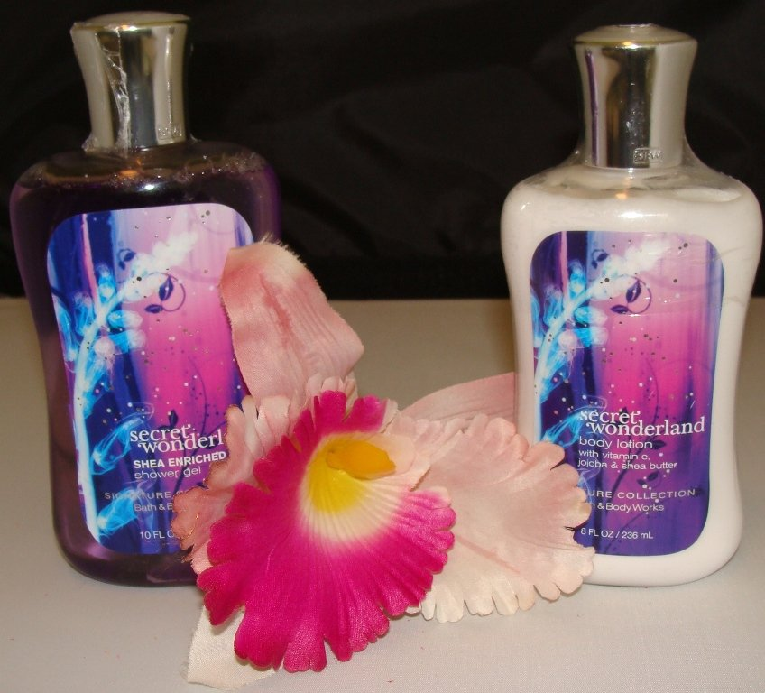 B & B W SECRET WONDERLAND 2 PC BATH AND BODY SET