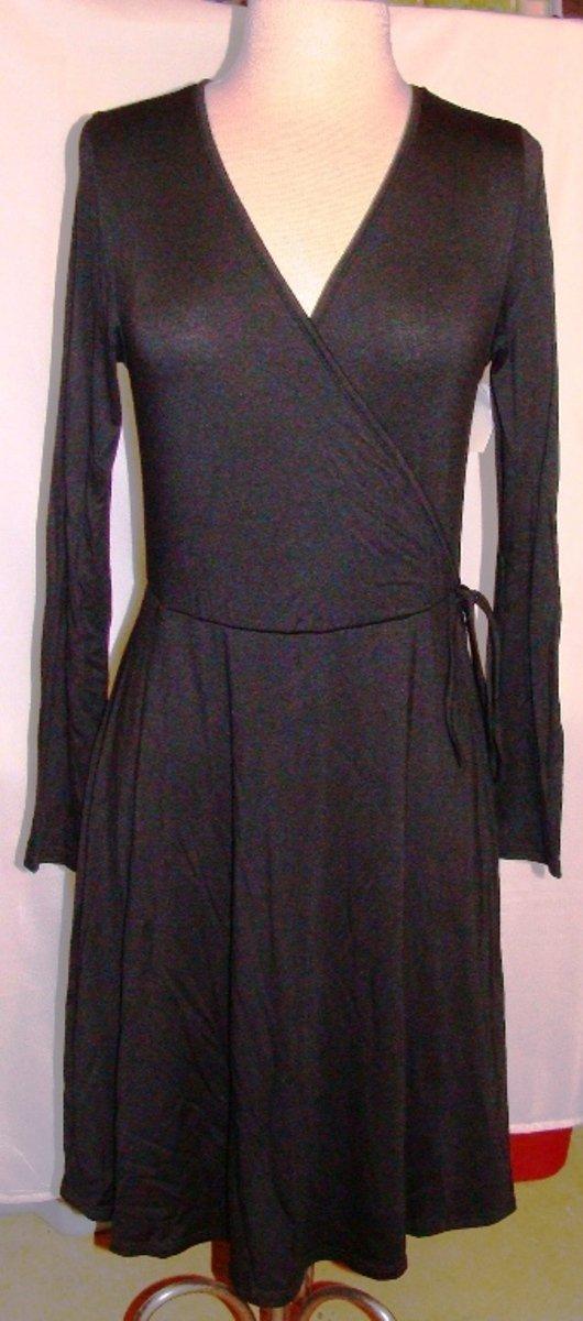 CHATOYANT BLACK LONG SLEEVE WRAP DRESS SIZE MED