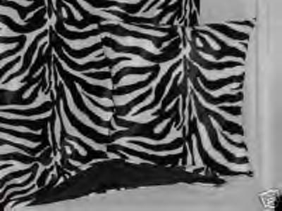 Black and White Zebra Wide Stripe Faux Fur Throw Blanket, New!