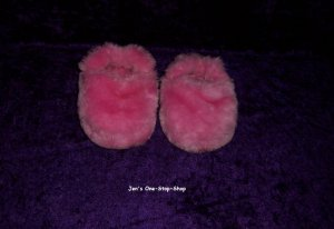 Girls size 5/6 (S - toddler) pink slippers