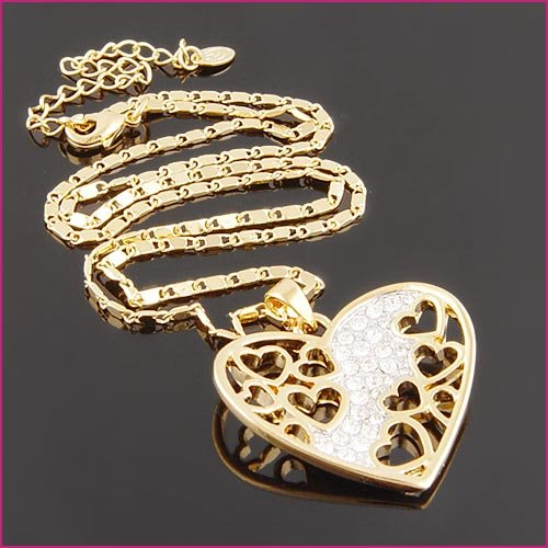 18kGP  heart  necklace  $10