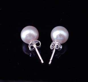8mm genuine  white fresh  pearl earring  $10