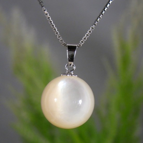 Mother of Pearl necklace �10