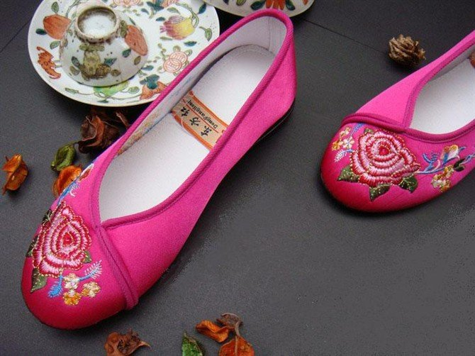 NO. 4        embroidered shoes  �15