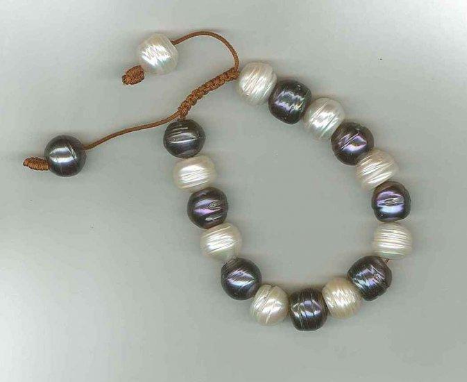BR429-1213S Short Rice Bracelet White and Dark