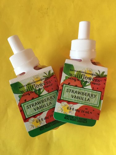 Bath & Body Works 2 Strawberry Vanilla Wallflower Refill Bulbs