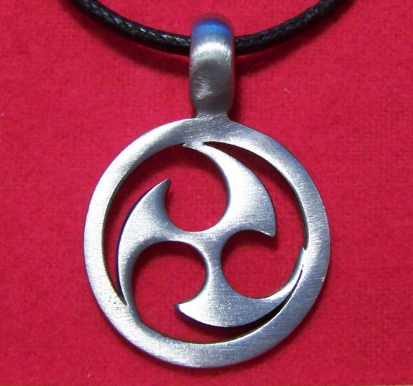 Silver Tone Pewter 3 Blade Celtic Disc Pendant Necklace