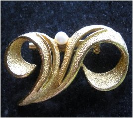 Vintage Heavily Textured Pearl Accented Brooch