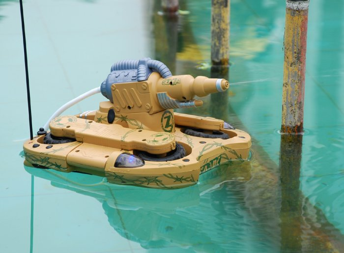Transforming Amphibious Tank with Water Cannon and 4WD (220V)  [TKE-CVGN-T10-220V]