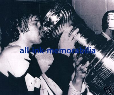 ~ Bobby Orr Boston Bruins NHL HOF 8x10 B&W Photo w/Cup~