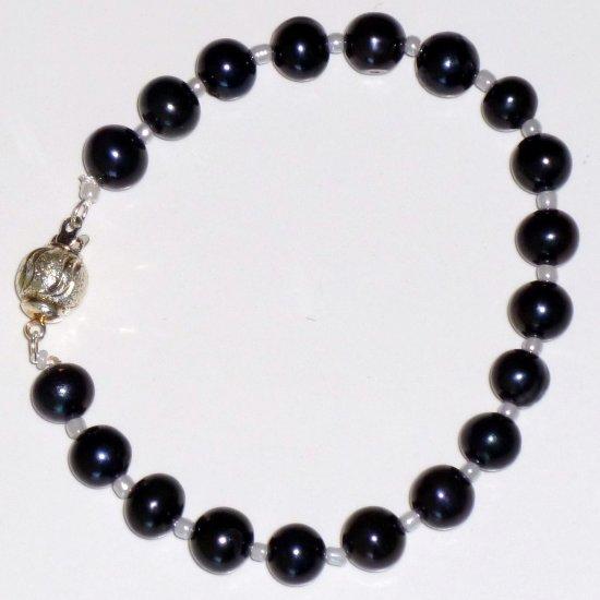 Black Freshwater Pearl Bracelet Round Box Clasp