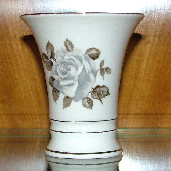 """4"""" vase Moon Rose pattern by Schumann - Bavaria"""