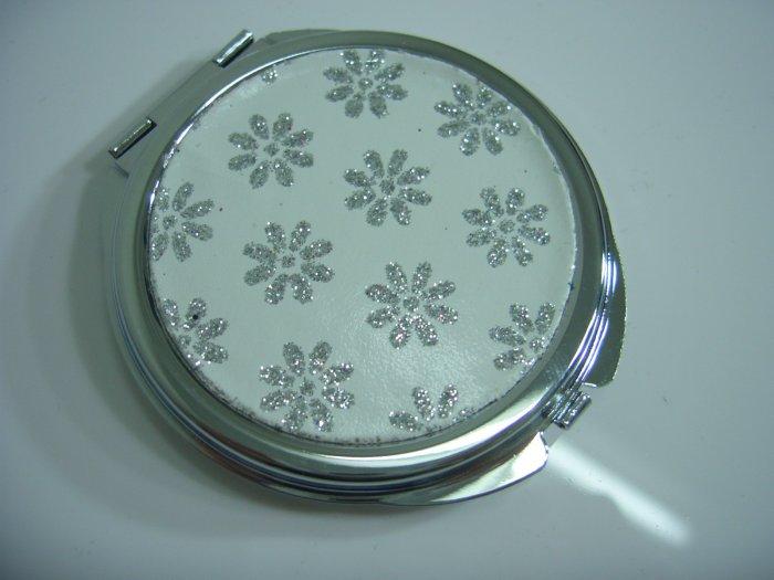 Round White Shining Silver Flower Make Up Mirror Case