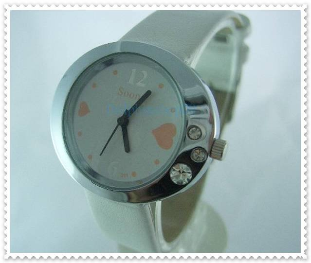 White Leather Oval Case Heart Quartz Wrist Watch w/ Battery