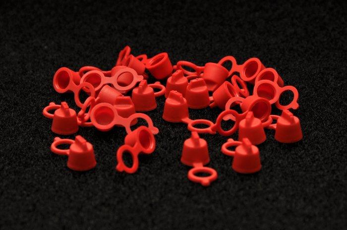 PLASTIC ZERK CAPS  RED (500 pcs)