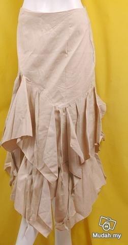 FUTURISTIC TREND RUNWAY FASHION CLOTHING UNIQUE HAUTE STYLE CLOTHES HAPHAZARD TIERS BUSTLE SKIRT