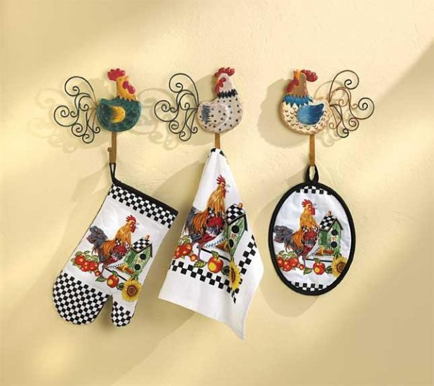39331 Rooster towels and potholders