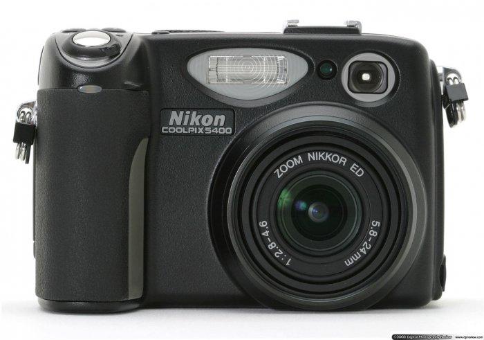 Nikon Coolpix 5400 Digital Camera 5.1 MP kit