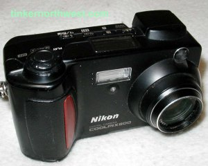 Nikon Coolpix 800 2MP Digital Camera w/ 2x Optical Zoom Set