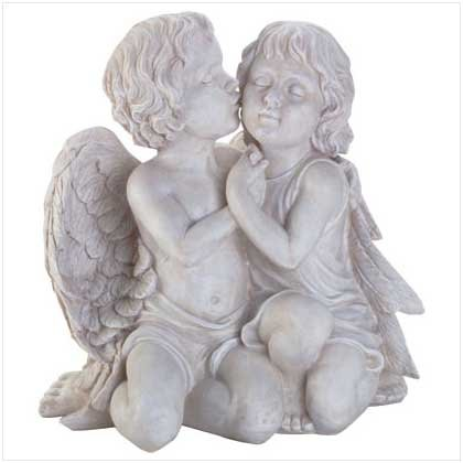 Alabastrite Kissing Cherubs
