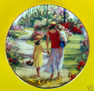 NEW 2009 AVON Mother's Day PLATE Caucasian Laurie Snow Hein Collectible Gold Fab