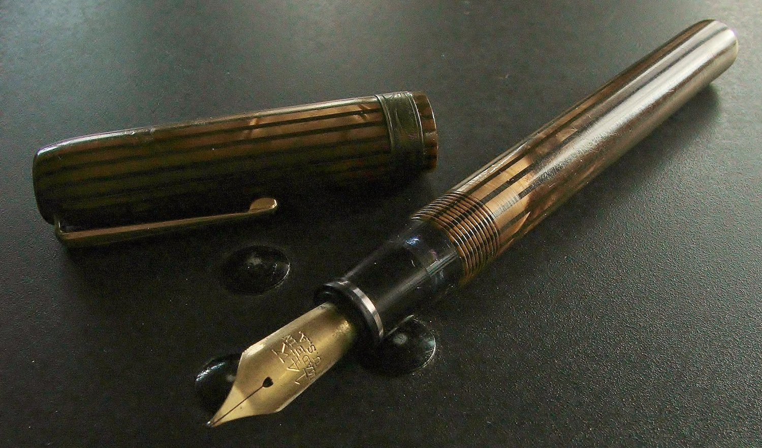Harris Fountain Pen, Toffee and Brown, Gold Trim c.1930