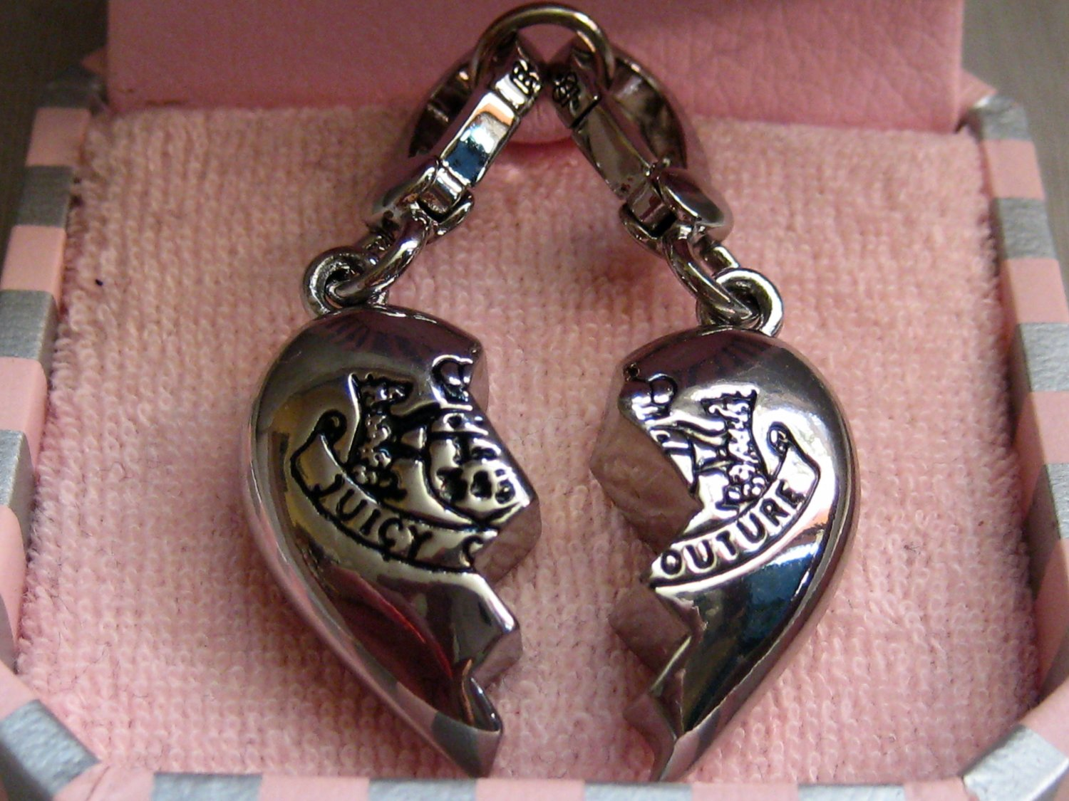 Juicy Couture C BEST FRIENDS Split Heart CHARM Set New in Box, AUTHENTHIC, RETIRED