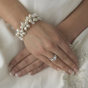 Beautiful Ivory Freshwater Pearl and Crystal Wedding Bridal Bracelet