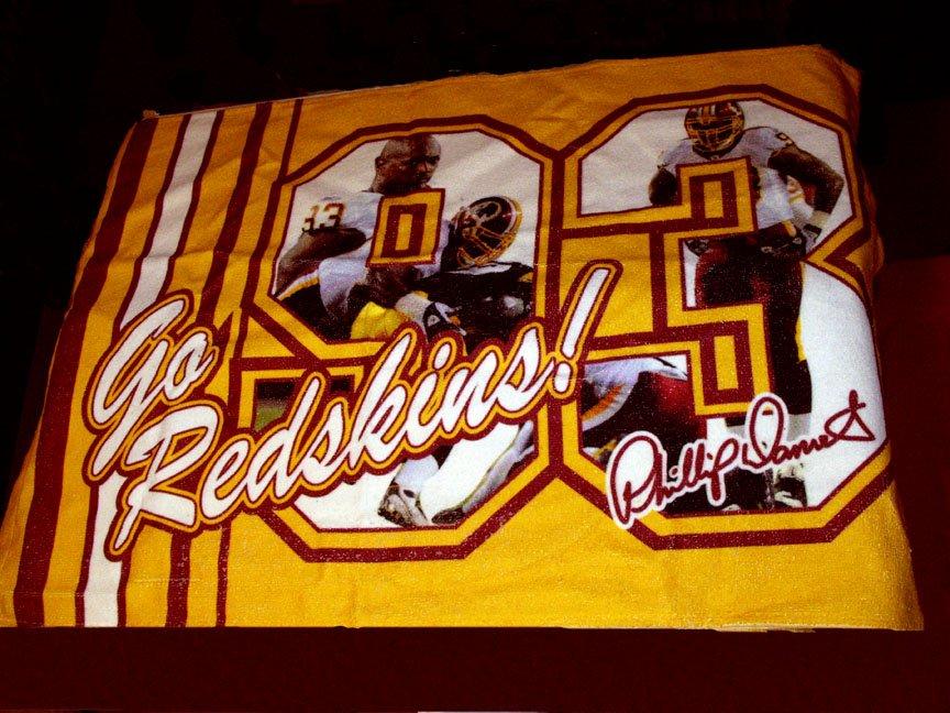 WASHINGTON REDSKINS-PHILLIP DANIELS #93 SPORTS TOWEL *NEW