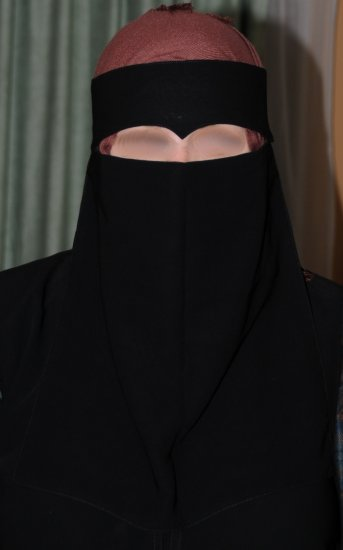 "One-piece Saudi niqab with ""widows peak"""