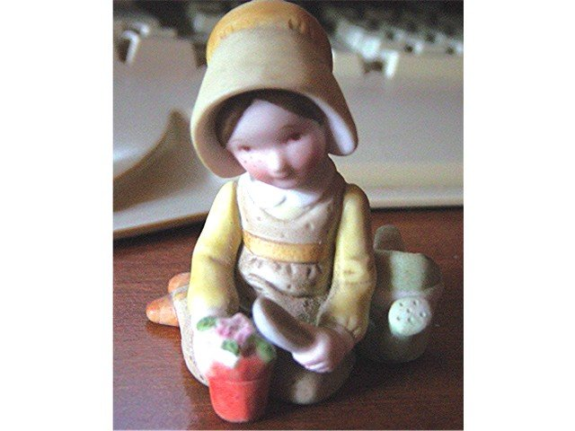 Holly Hobbie Figurine Small Girl Planting Flowers #300168