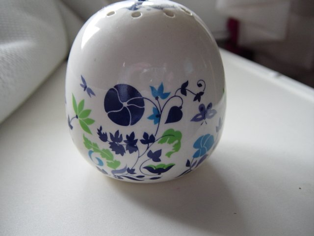 Round Porcelain Flowers Butterflies Closet Fragrance Holder #300614