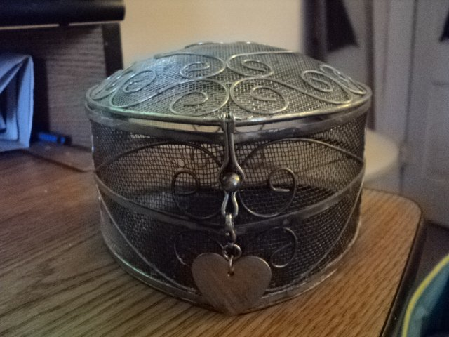 Wire Mesh Heart Shaped Basket with Lid and Hook Closure #301630